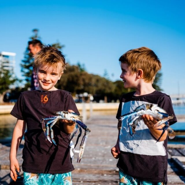 Crabbing season is upon us with the Peel-Harvey Estuary swimming with full size crabs ready to be caught.  Early morning or evening is the best time to catch them and you can go crabbing from a boat, a jetty using drop nets, or wade into the shallows with long-handled scoop nets.  Read our tips and the best places to crab via the link in our bio.   #MandurahMoment #WanderOutYonder #Mandurah #ThisIsWA #Staycation